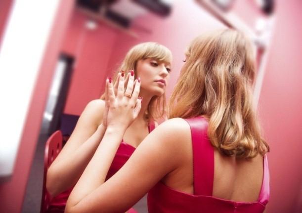 narsistik-insanlarin-izlemeyi-sevdigi-4-tv-programi